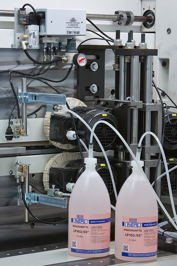Cleaning agent spraying system - RIEPE GmbH & Co  KG
